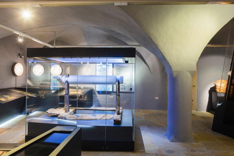 © Sylvio Dittrich; Haspel um 1220 aus dem Grubenfeld am Obertorplatz. Sie ist bislang die älteste mittelalterliche Haspel, die aus einem Bergwerk geborgen werden konnte.