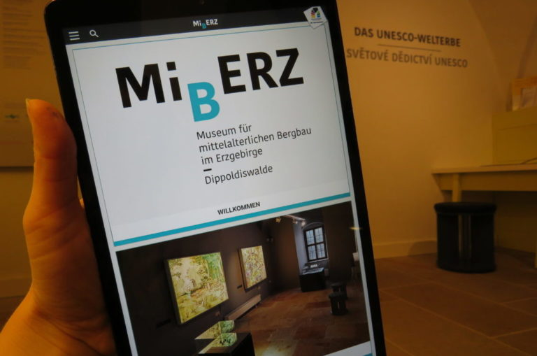 Der Mediaguide enthält zusätzliche Erklärungen, Animationen und Hörstationen.
