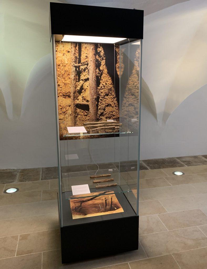 Vitrine aus der Ausstellung mit den neuen Sonderfunden